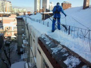 Уборка крыш от снега и наледи