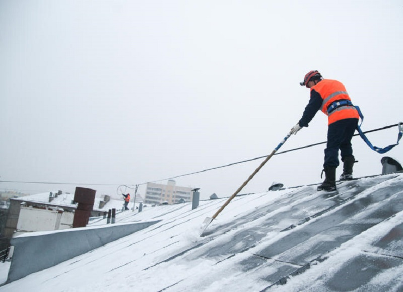 Инструкция по очистке крыш от снега и сосулек