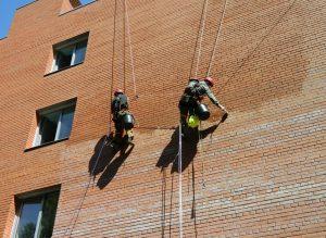 Удаление высолов на фасаде здания